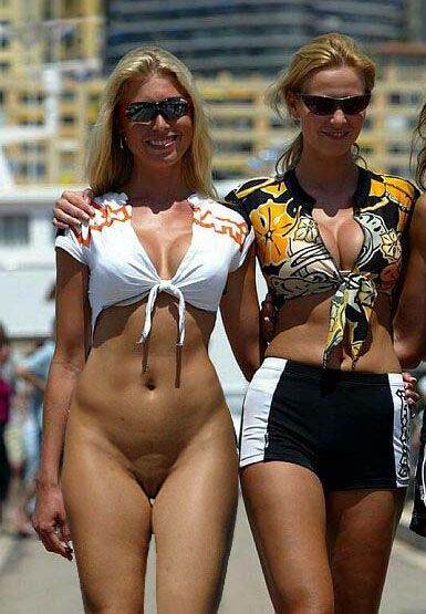 женщины в одежде без трусиков - 8